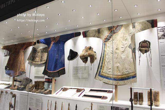 先住民族の衣装の画像